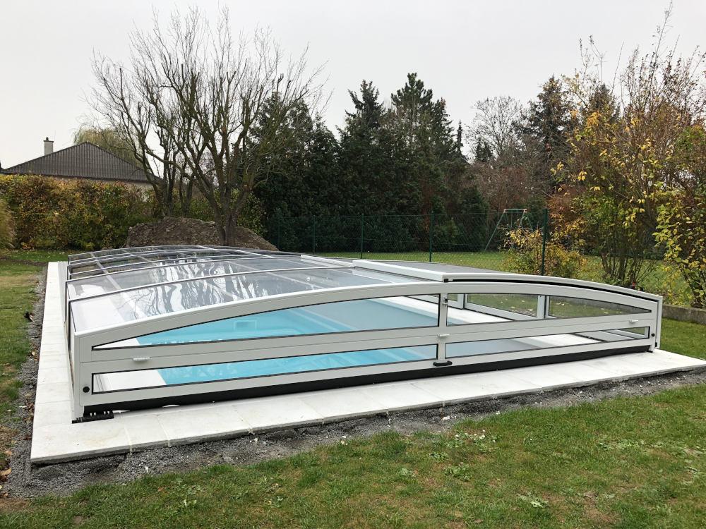 geschlossene Poolüberdachung